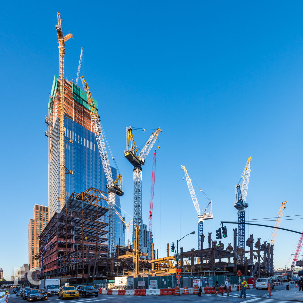 Northeast corner of the Hudson Yards site with 30 Hudson Yards (center), the retail podium and 10 Hudson Yards (left).