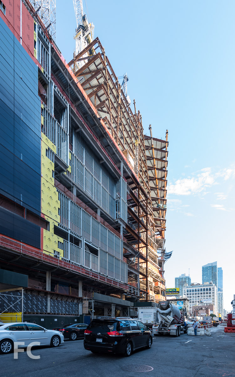 East façade of the retail building (left) and 30 Hudson Yards (right) from 10th Avenue.