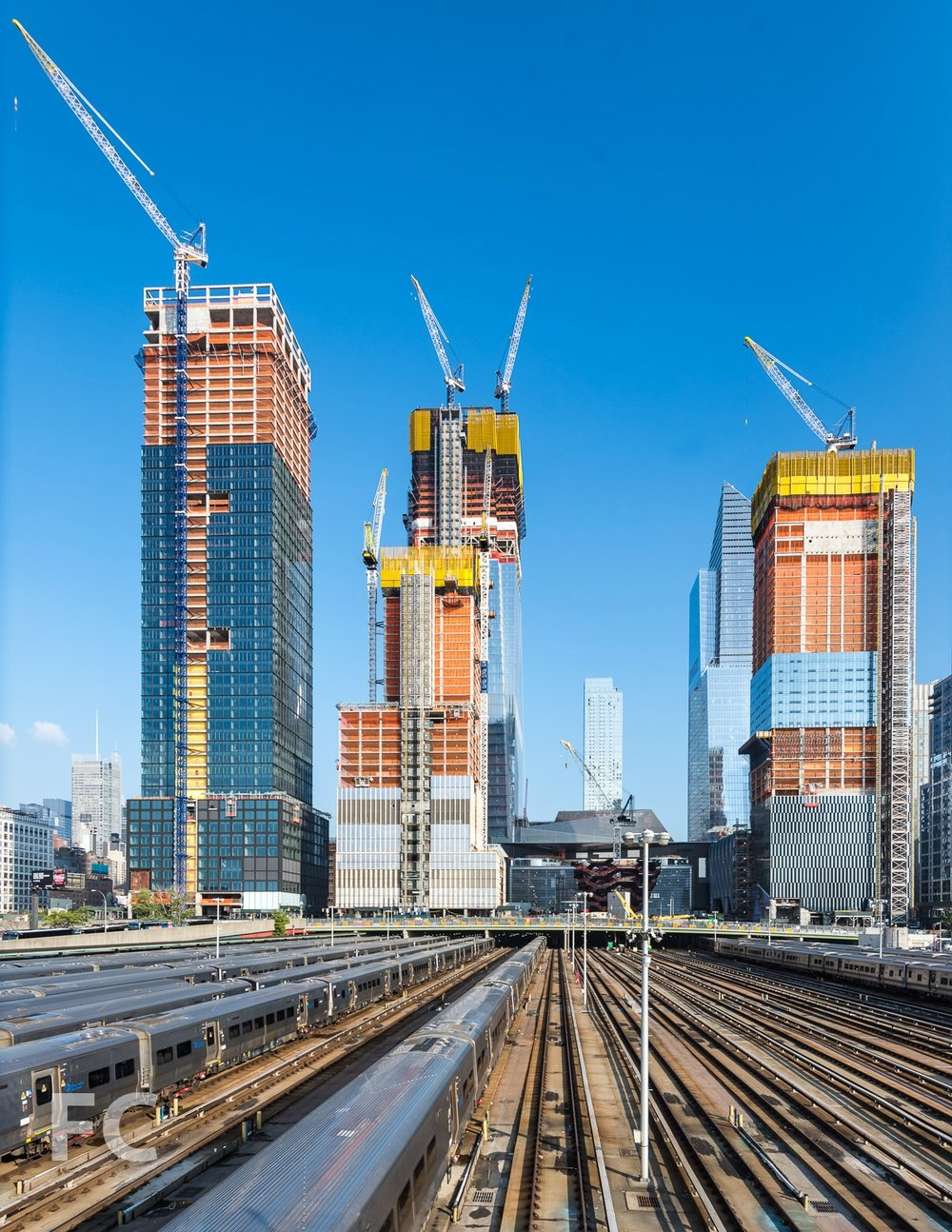 Looking east from the High Line towards the towers of Hudson Yards: 15 Hudson Yards and The Shed (far right), 10 Hudson Yards (right), Vessel (center), 30 Hudson Yards (left), 35 Hudson Yards (left), and 55 Hudson Yards (far left).