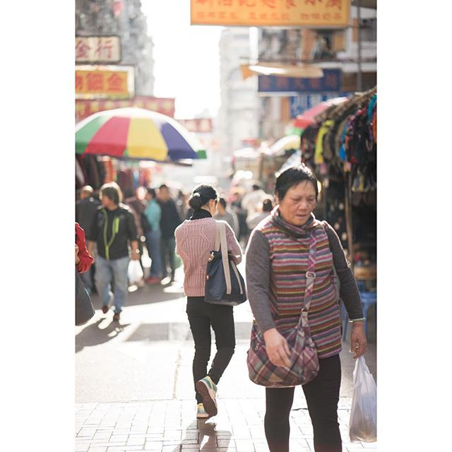 Market life. That light! #hongkong #shamshuipo #sony #a7r #85mm