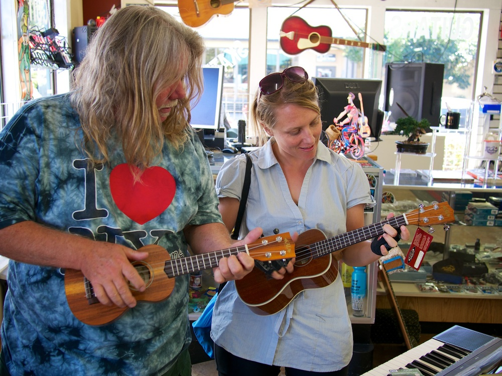 "Learning some ukelele from the very entertaining owner at ""Bikes and Guitars"" in Florence, Oregon."