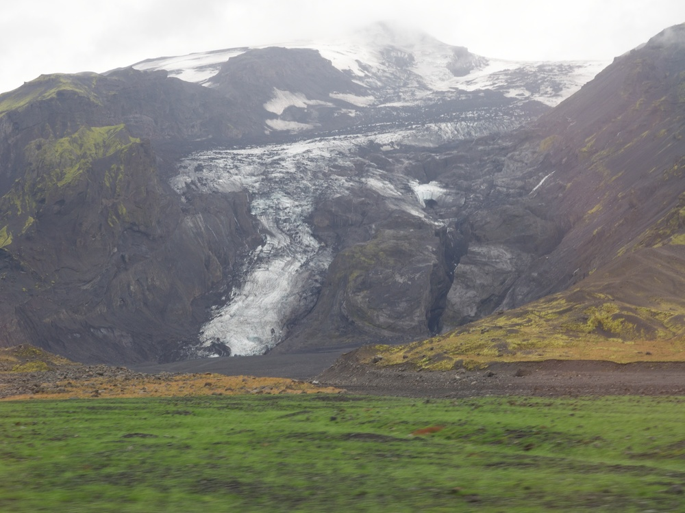 Same glacier without lake and significantly retreated in 2014.