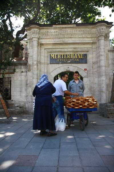 Selling the every popular Simit.