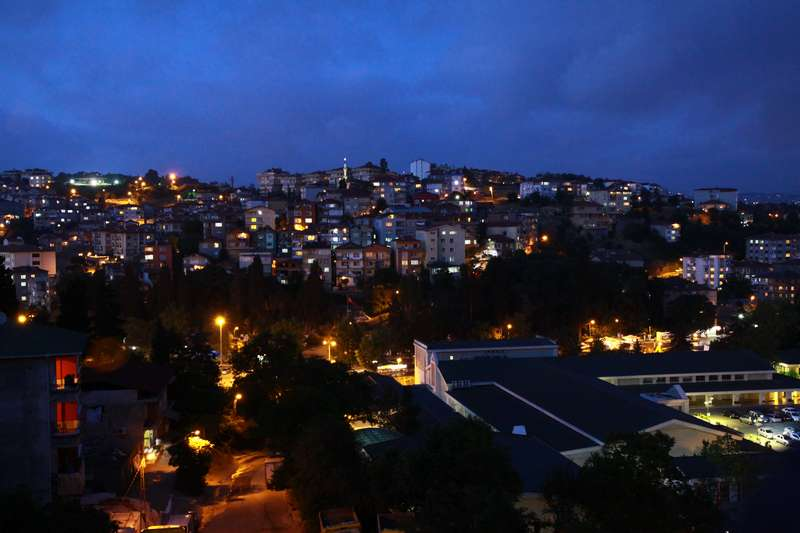 Istyne by night.