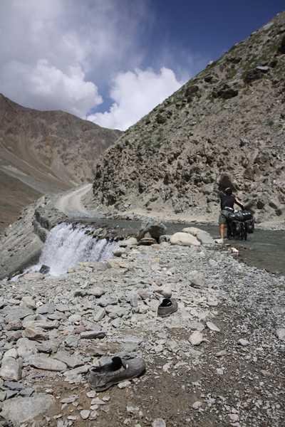 River crossing on the way to Chandra tal