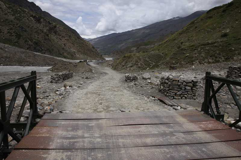 Rough road on the Menali to Leh Highway.