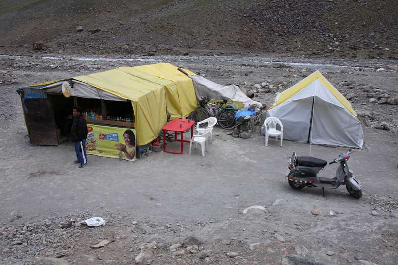 The Dhaba (small shop) where we slept before taking on the pass in Zingzingbar.