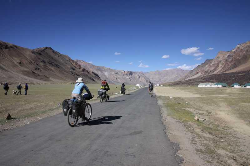 Riding into Sarchu