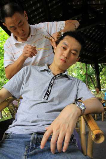 Ear cleaning at a tea house in Chengdu.