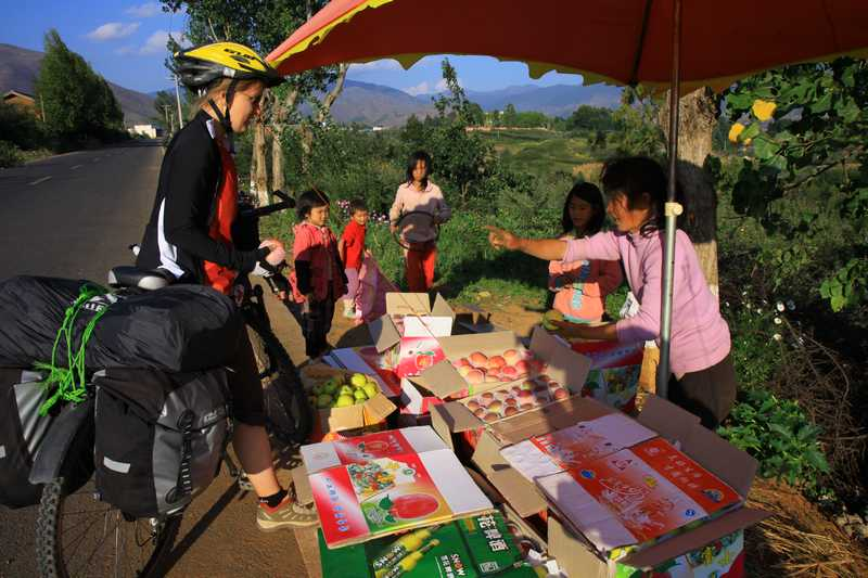 Trying to buy but instead being given very tasty apples near Yanyuan.