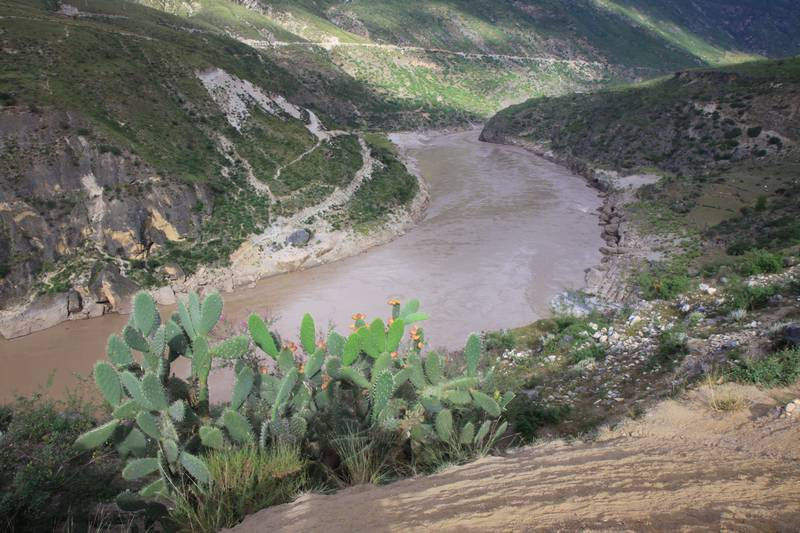 Crossing the river to Tiger Leaping Gorge.