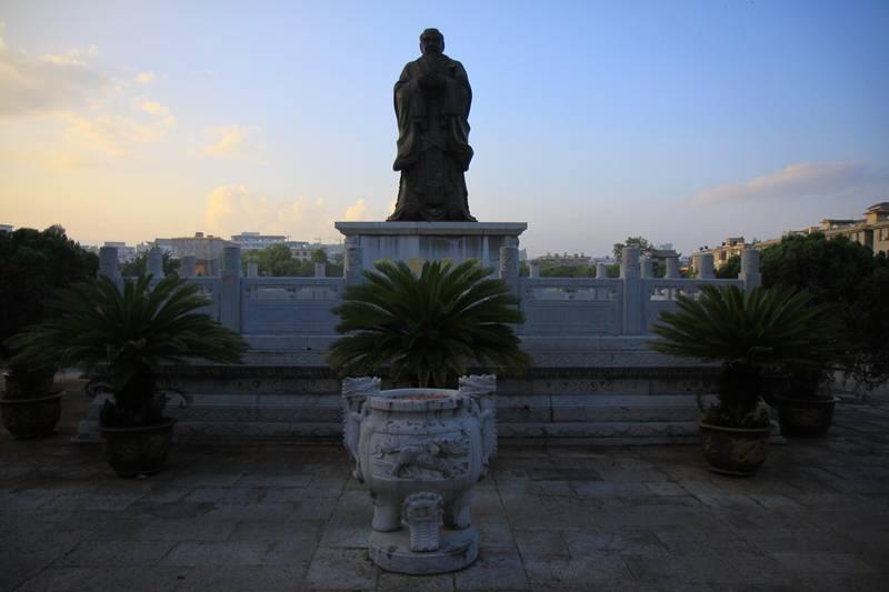 Confucios monument in Jianshuie