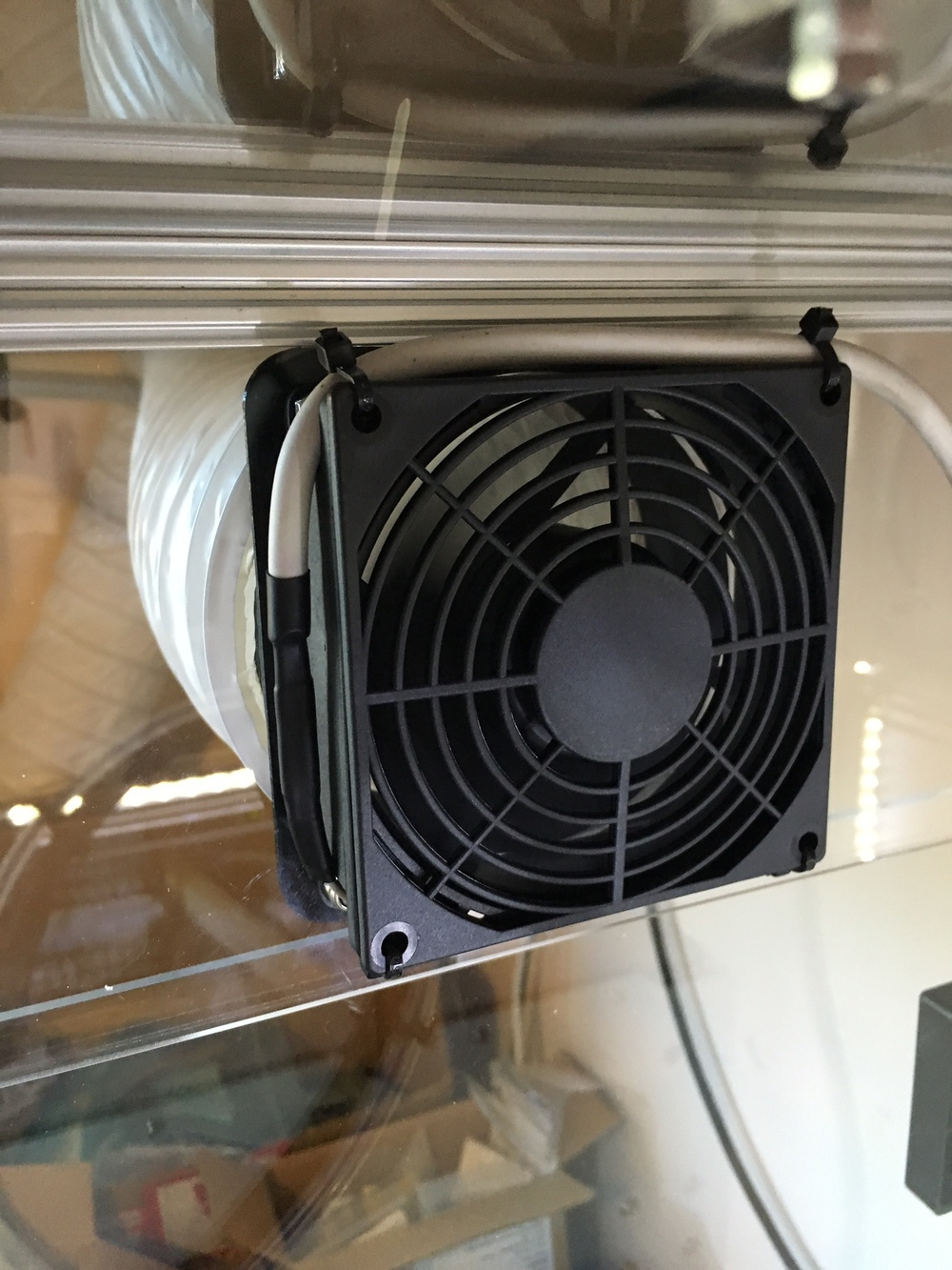 Enclosure extraction fan and fan guard