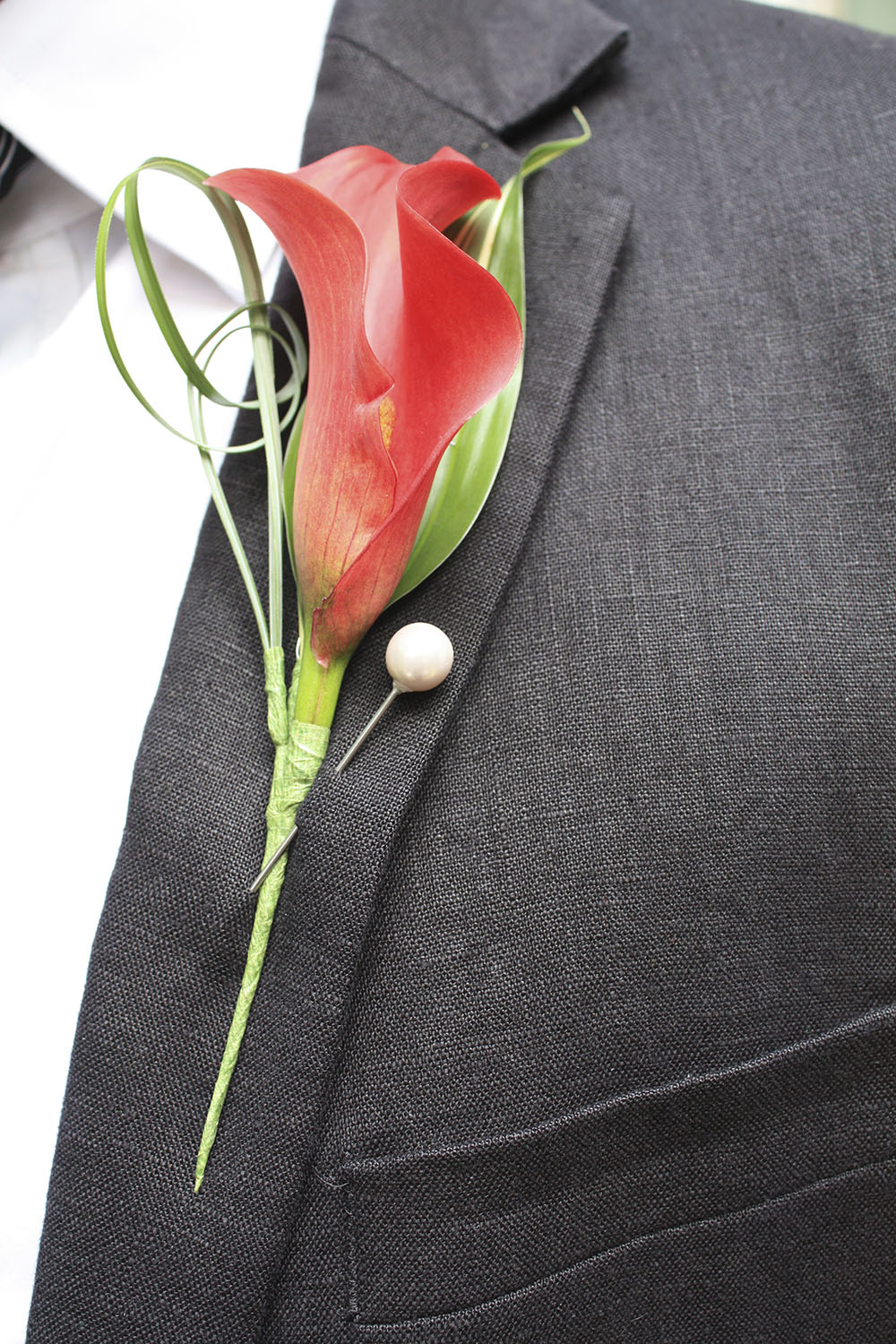 Buttonhole-whiteandwinsome.jpeg