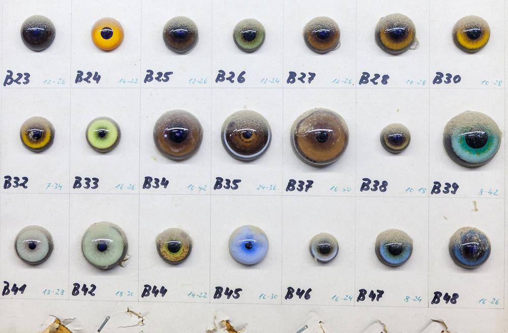 Différentes tailles et calibres d'yeux utilisés dans l'atelier. © Sébastien Borda