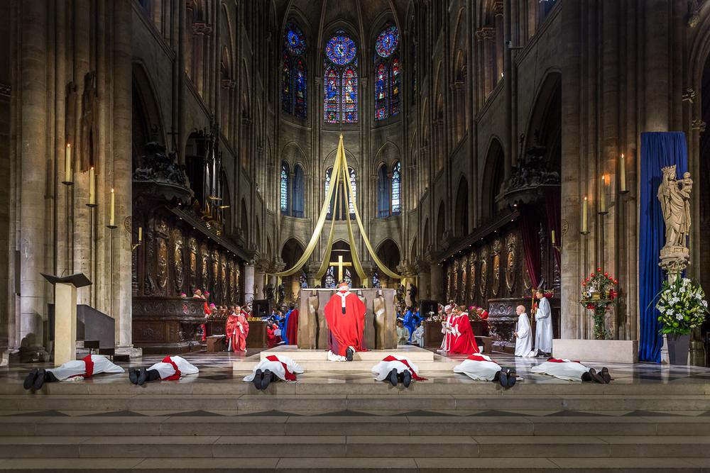 Rite de la prostration de l' ordination diaconale. Paris, 29 juin 2013. © Sébastien Borda