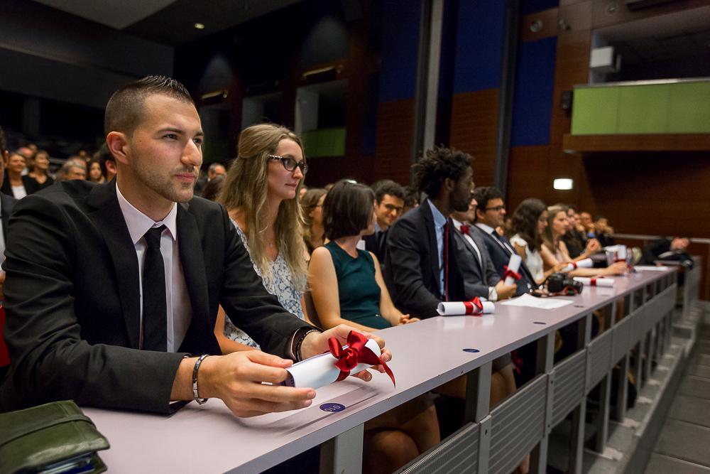 Etudiants diplômés pendant la cérémonie de remise des diplômes du magistère de gestion Paris Dauphine 2014. © Sébastien Borda