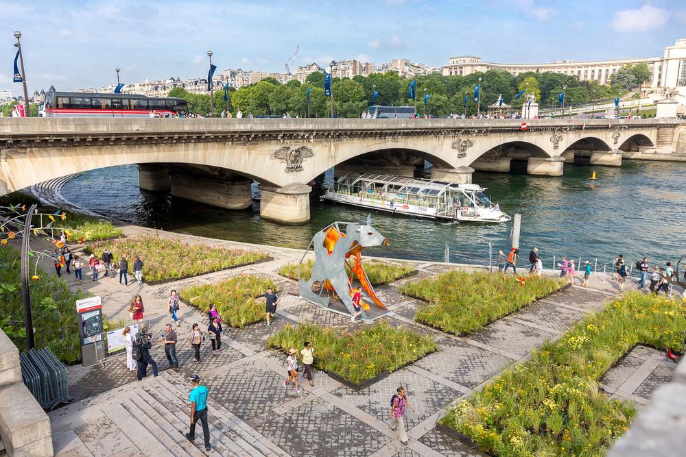Vue sur le quai de la Bourdonnais pendant l'évènement Petites Fleurs Folies. © Sébastien Borda