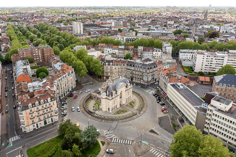 Vue sur la porte de Paris depuis le Beffroi de Lille. © Sébastien Borda