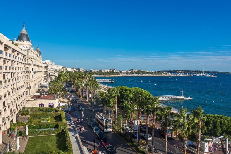Vue sur la croisette depuis la terrasse de l'hôtel Marriot de Cannes. © Sébastien Borda