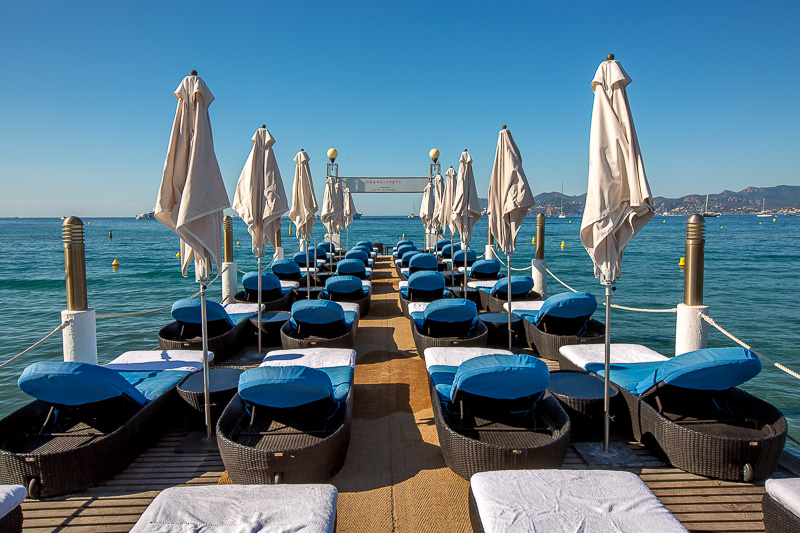Ponton privé de l'hôtel Grand Hyatt de Cannes. © Sébastien Borda