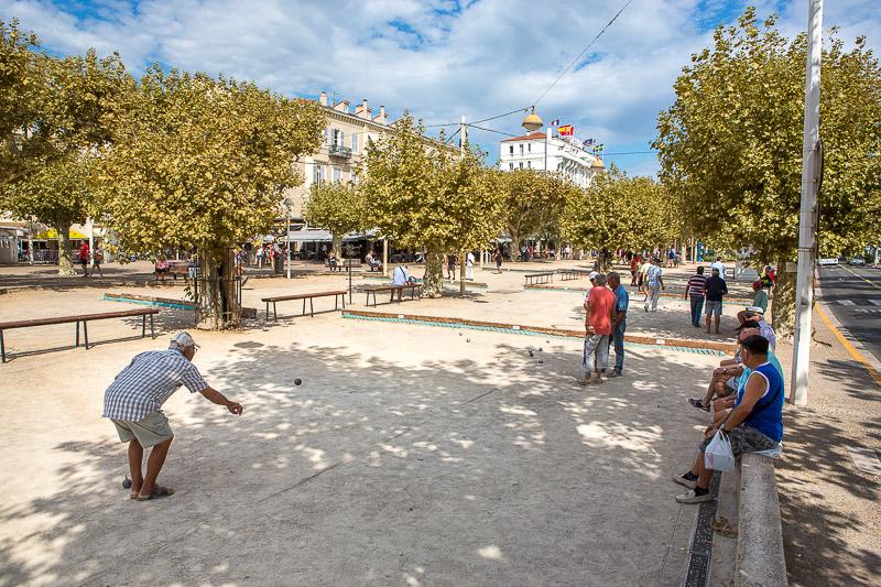 Joueurs de pétanque du centre ville de de Cannes. © Sébastien Borda