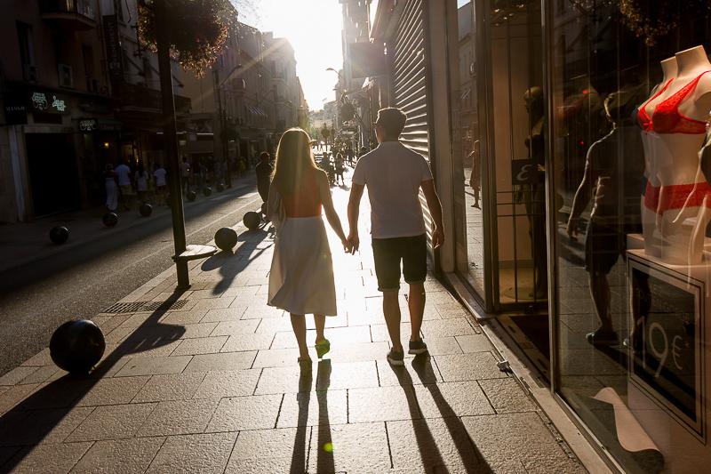 Promenade dans une rue du centre ville de Cannes. © Sébastien Borda