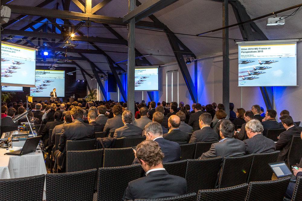 Assemblée d'une séance plénière pendant un séminaire d'entreprise. © Sébastien Borda | www.sebastienborda.com
