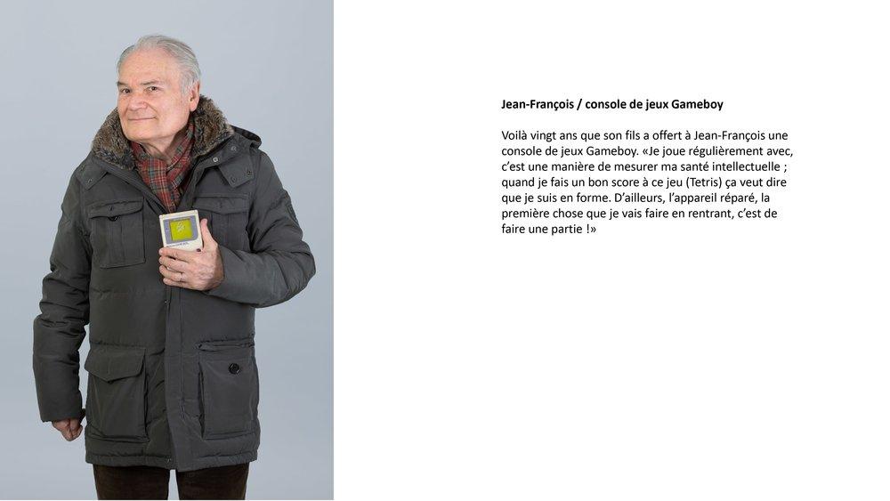 """Voilàvingt ans que son fils a offert à Jean-François une console de jeux Gameboy. """"C'est une manière de mesurer ma santé intellectuelle, je sais que quand je fais un bon score à ce jeu (Tetris), je suis en forme"""". L'appareil réparé, la première chose que je fais en rentrant c'est de faire une partie !"""""""