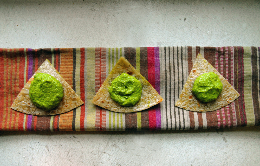 Green garlic dip with brown rice tortilla chips
