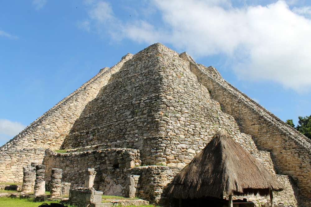 The largest pyramid at the site of Mayapan is very similar to the main pyramid at Chichen Itzá. Probably because it was constructed by the folks from Chichen Itza who left there and came to Mayapan around 1200 AD.