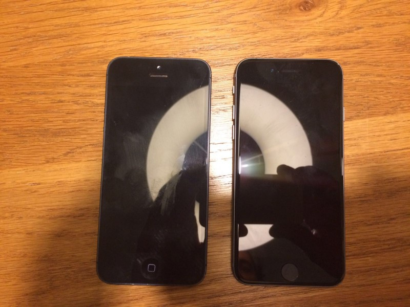 Leaked photo of purportedly new 4-inch iPhone to the right of an iPhone 5