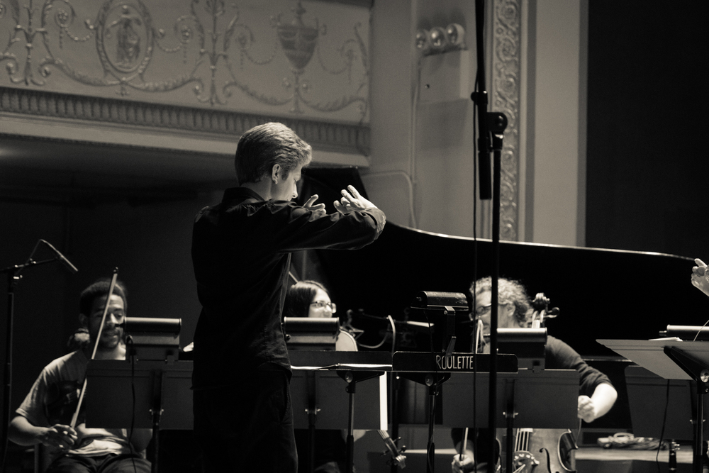 David Bloom conducting Contemporaneous. Photo by Dorian Iten