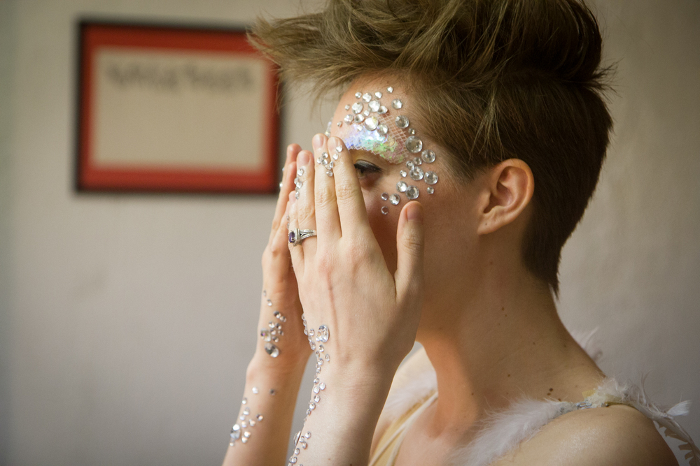 BACKSTAGE: Lucy Dhegrae. Photo by Dorian Iten