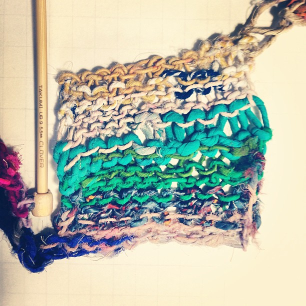 Hand-knit hand-spun recycled fiber yarn swatch.Photo by Zaida Adriana Goveo Balmaseda