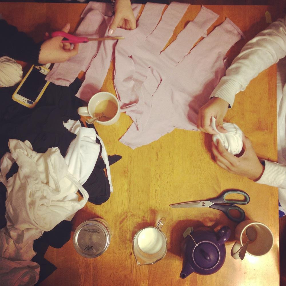 estudioBALMASEDA apprentices working on making some recycled T-shirt yarn. Photo by Zaida Adriana Goveo Balmaseda