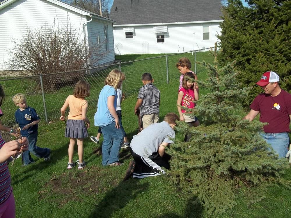 Tree Planting (1).JPG