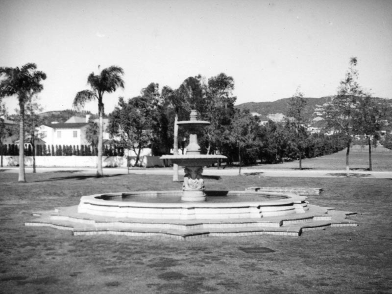 Doheny Fountain, 1937
