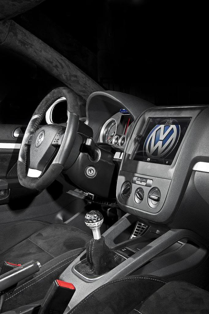 iPad in a Volkswagen?!?!?!?!? is this the future?!