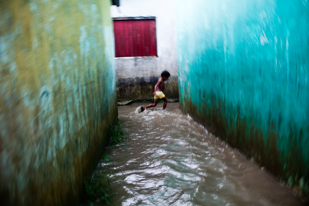 A Kuna child runs through water that flooded the island of Ustupu after a strong rainy season downpour in October 2009. ©Bear Guerra (to see more images from this series, click on photo)