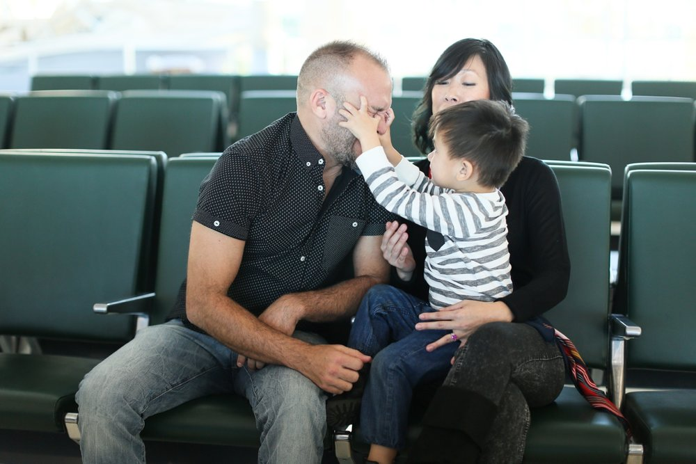 audreysnow-photography-ftmyers-rsw-family-portrait-at-the-airport_3986.jpg