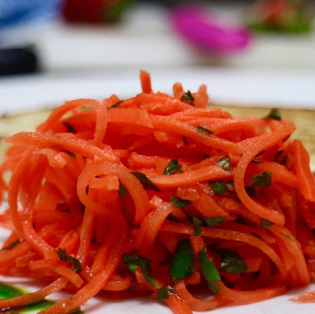 Always under the shadow of the beetroot, green mango and almond fritter it accompanies, this carrot and lime slaw is fantastic in its own right. Take a bow, slaw! #vegan #brunch