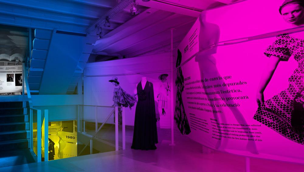 Dentro del Espacio Narrativo diseñado para Santa Eulalia, la linea historia descendía a los niveles inferiores y la obscuridad nos permitía hacer mas impactante la visita.