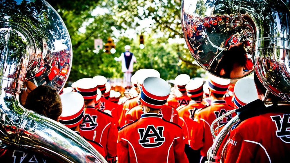 AUBURN GAMEDAY    BUS TRIPS   FREE WIFI & SATELLITE TV.  LESS EXPENSIVE THAN A HOTEL.   LEARN MORE