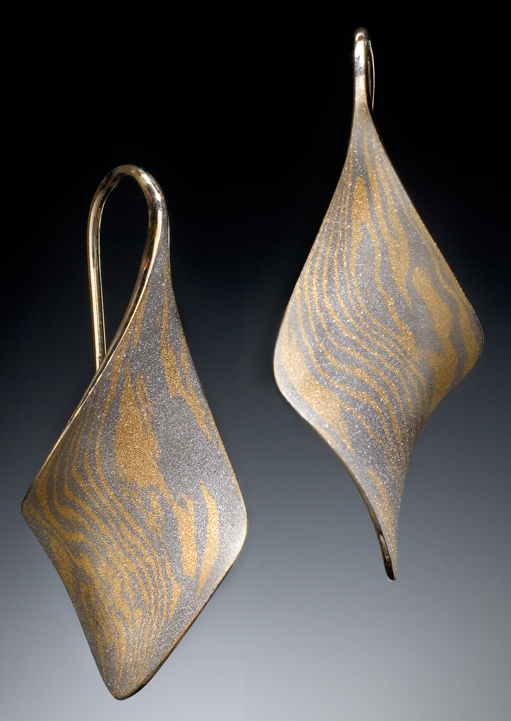 18k/Palladium Mokume Anticlastic Twist earrings