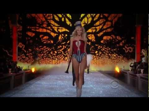 Victoria's Secret Fashion Show 2011 on AMSFTV