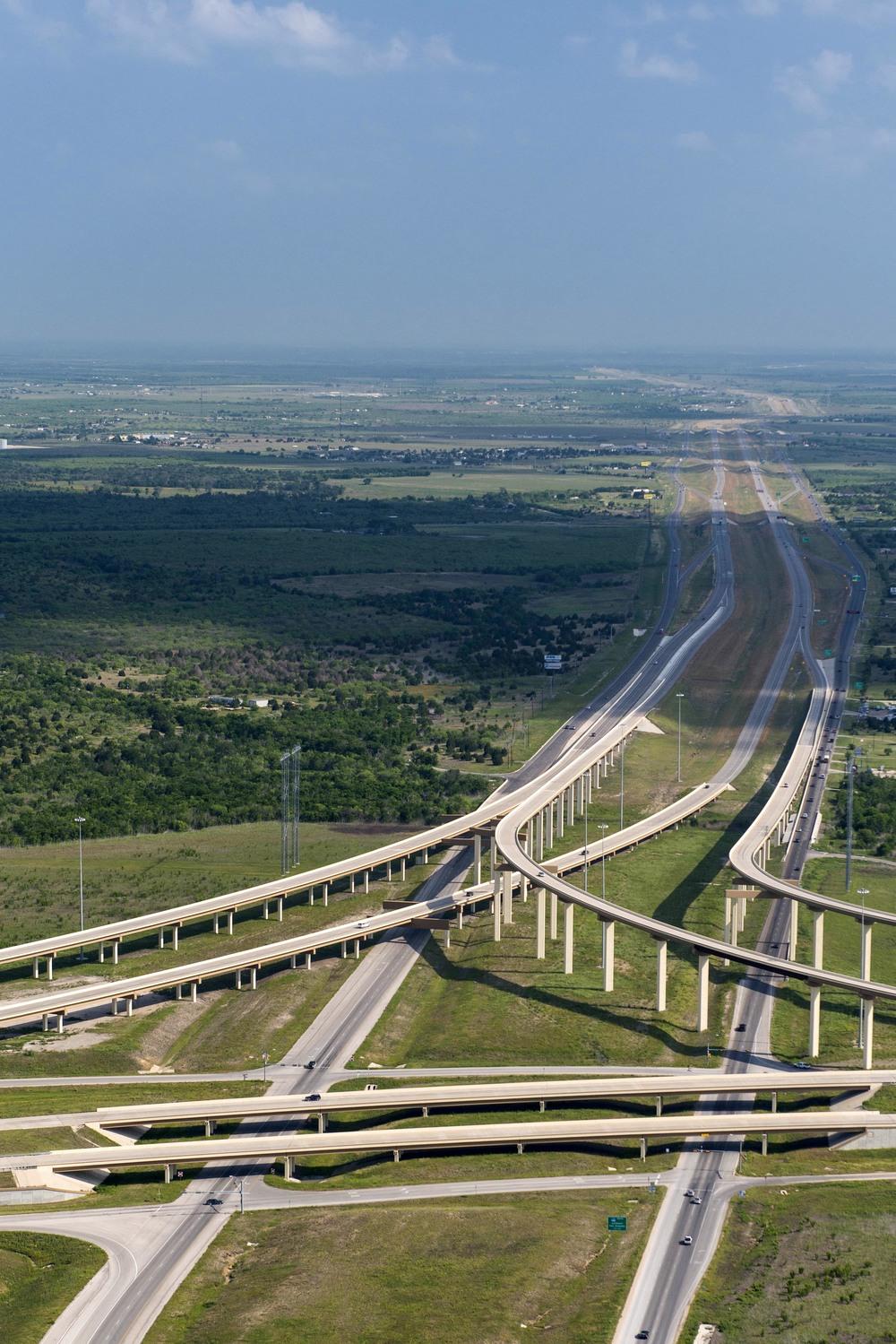 Texas_HWY_130_Toll_Road_201305_2.jpg