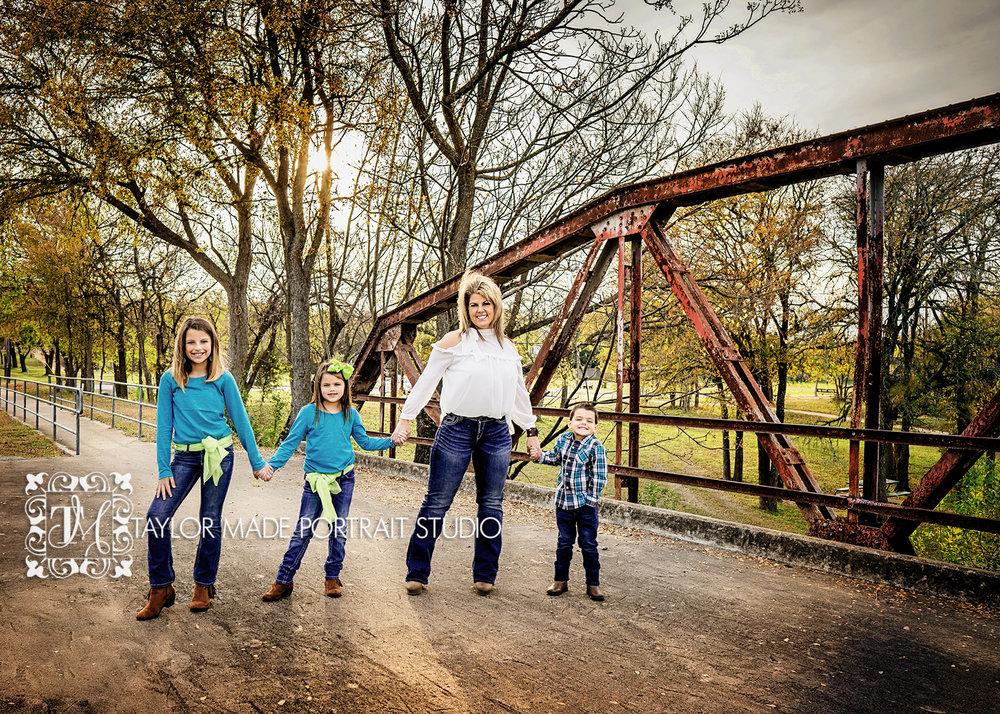 Cedar_Park_Family_Photographer.jpg