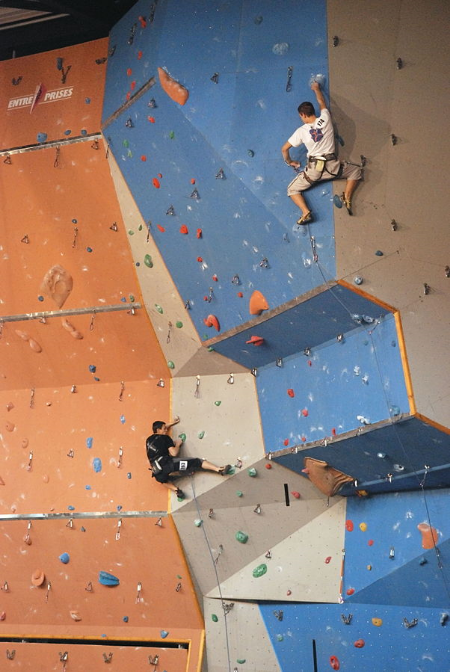 Rock climbing on the wall of Voiron - by Romary, own work, CC BY-SA 3.0