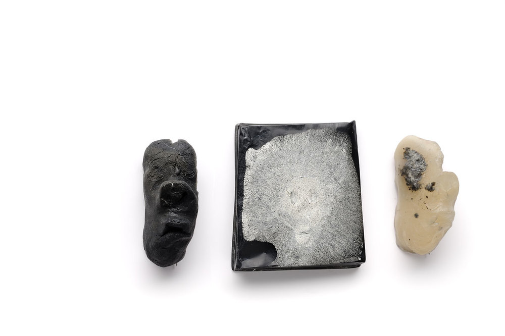 ​Brooches  Resin, pigments, sterling silver.​   face on the left and right  5 x 2 cm ​